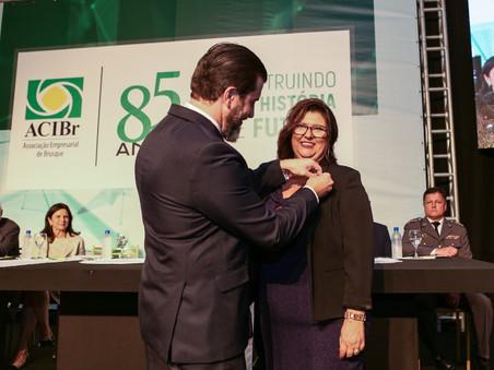 Rita Cassia Conti assume a presidência da ACIBr
