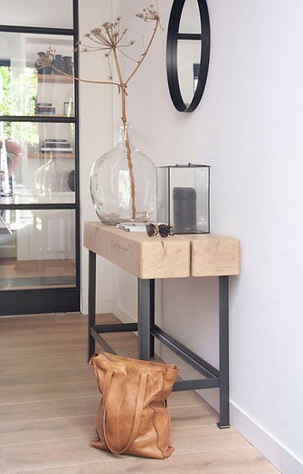 Side table houten biels. Houten biels tafel. Side table hout. Metalen poot side table