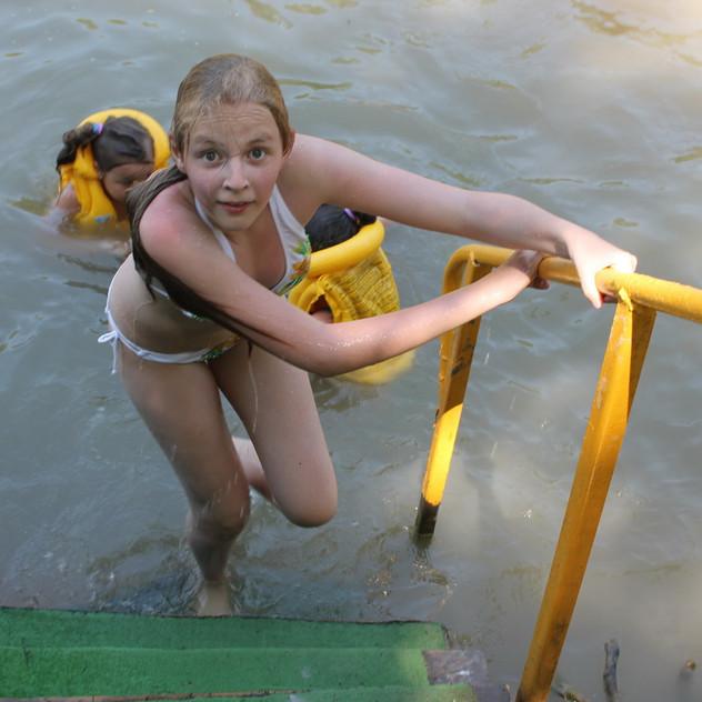 купание в горной речке