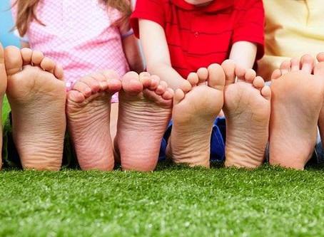 Beseda o vývoji dolních končetin, obouvání dětí i dospělých