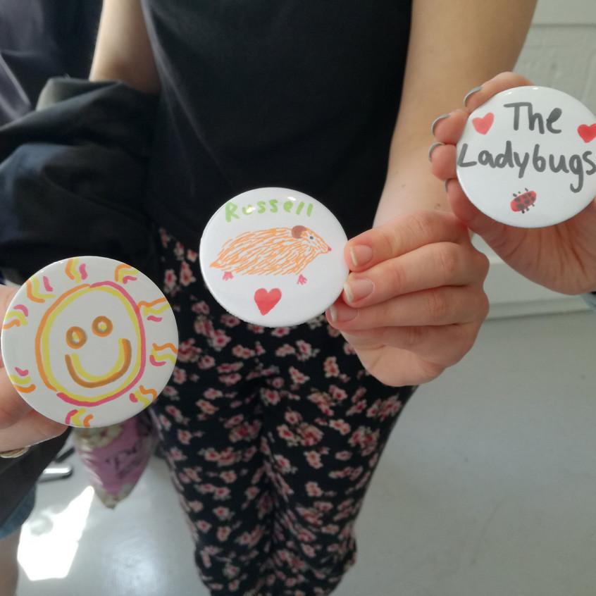 Amy Hutchings - Badge make - friends
