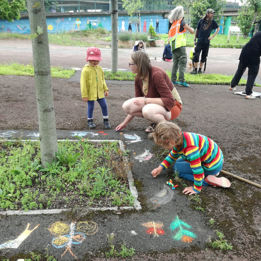 Amy Hutchings - Chalking with kids