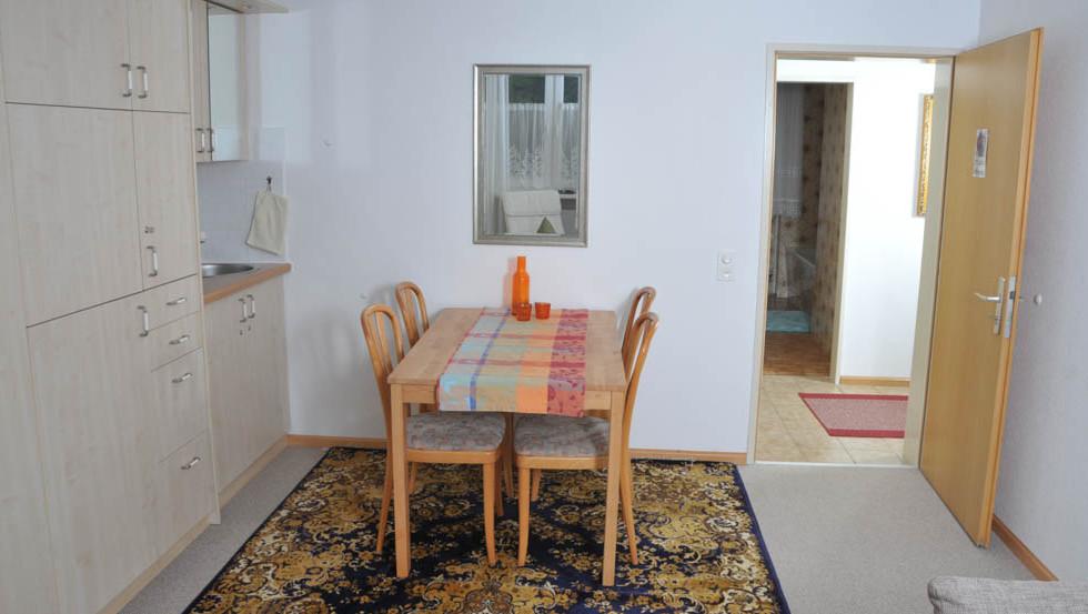 Erdgeschoss links Tisch (1 von 1).jpg
