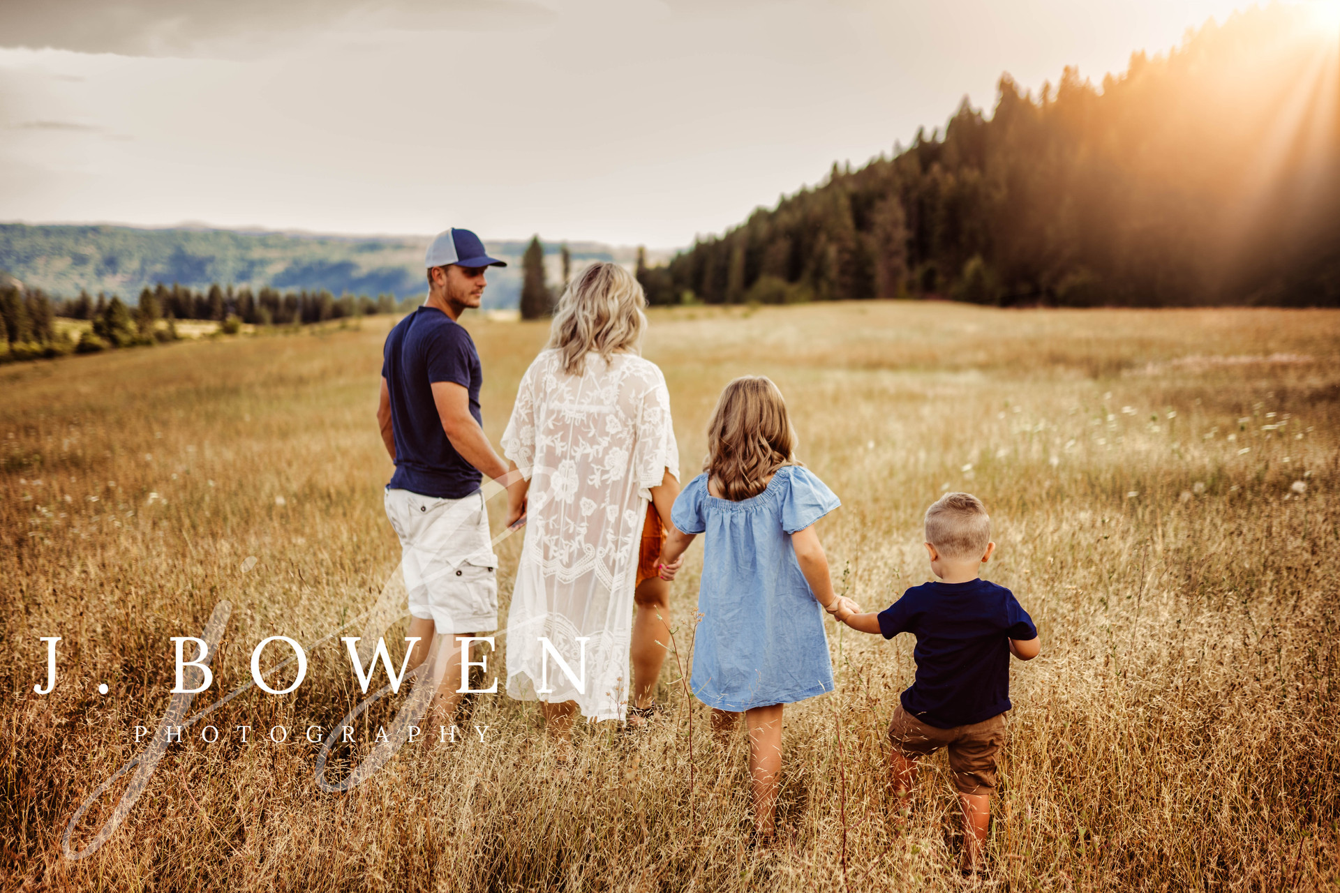 Orofino family photographer, Idaho family photographer, outdoor idaho photographer.