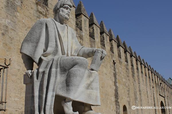 تمثال ابن رشد بقرطبة إسبانيا