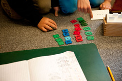 Montessori-GS-HaendeZahlenraum