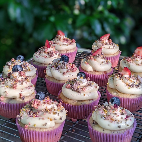 Berry-fetti Crumble Cupcakes