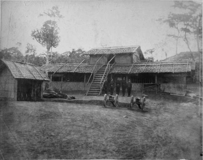 The Lushai expedition had three starting points: Assam, in the north, Chittagong and Burma. The image of this army camp stationed at Lunglei caught my interest because of the display of cannons. Written sources of the period often talk about the difficulty in transporting military equipment to the hills. Images such as this enable us to speculate about the labour employed as well as the draught animals used in order to be able to carry out the expeditions.