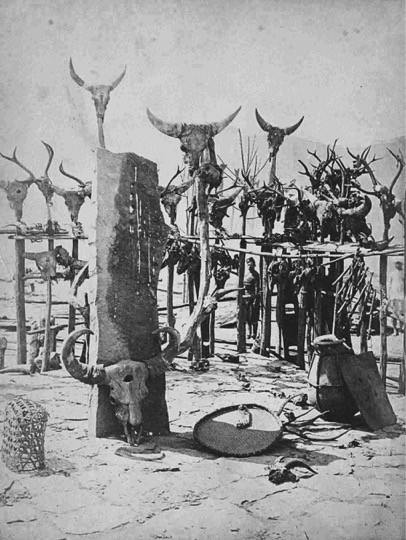 A tombstone of a chief surrounded by skeletons of animals and bulls that he killed. Another photo that takes one back to the 1890 expedition when the British warred against the chief. The photo shows the courtyard of the chief.