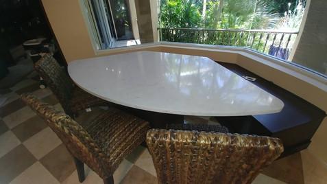 QUARTZ MORNING TABLE
