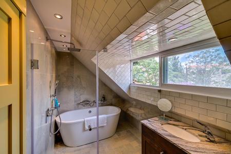 metropolital israel ensuite bathroom.jpg