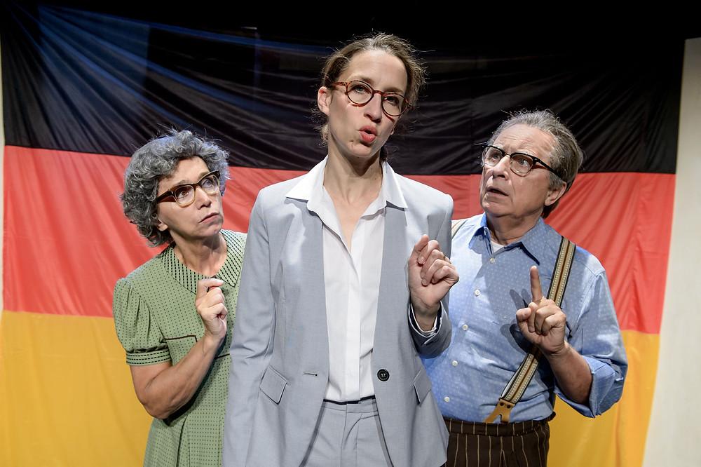 """Kabarett-Theater DISTEL mit """"Odyssee im Hohlraum""""."""
