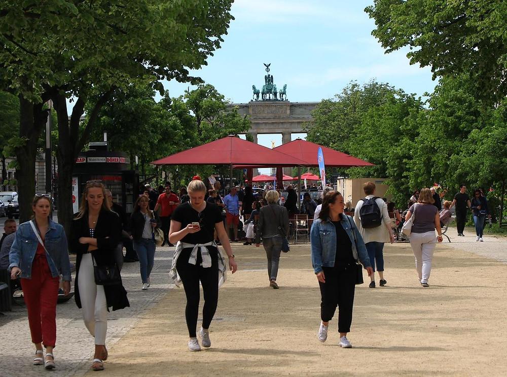 Unter den Linden - Blick aufs Brandenburger Tor