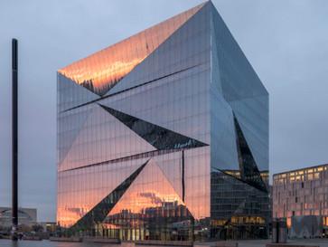 Gläserner Cube am Hauptbahnhof ist fertig