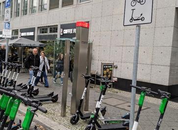 Parkflächen für E-Scooter in Mitte geschaffen