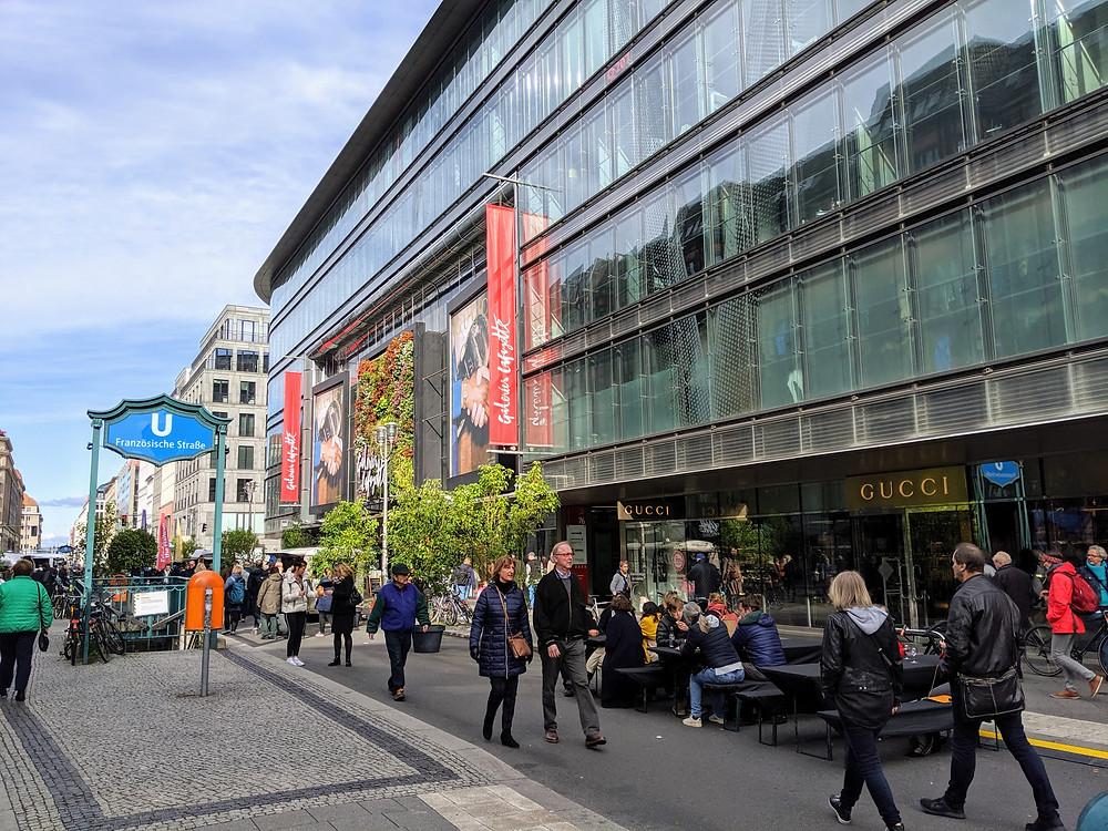 Die Friedrichstraße ohne Autoverkehr.