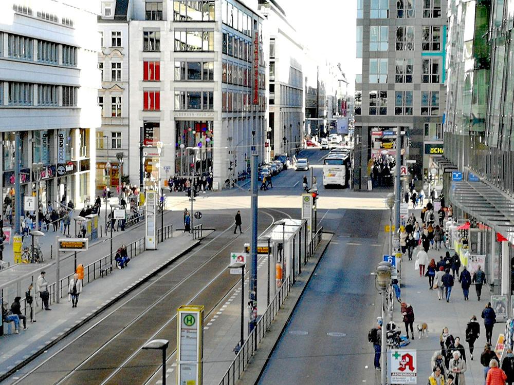 Shoppingmeile Friedrichstraße. Foto: A. Strebe