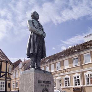STATUE AF H. C. ØRSTED