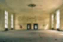leerer Raum, sanierungsbedürftig