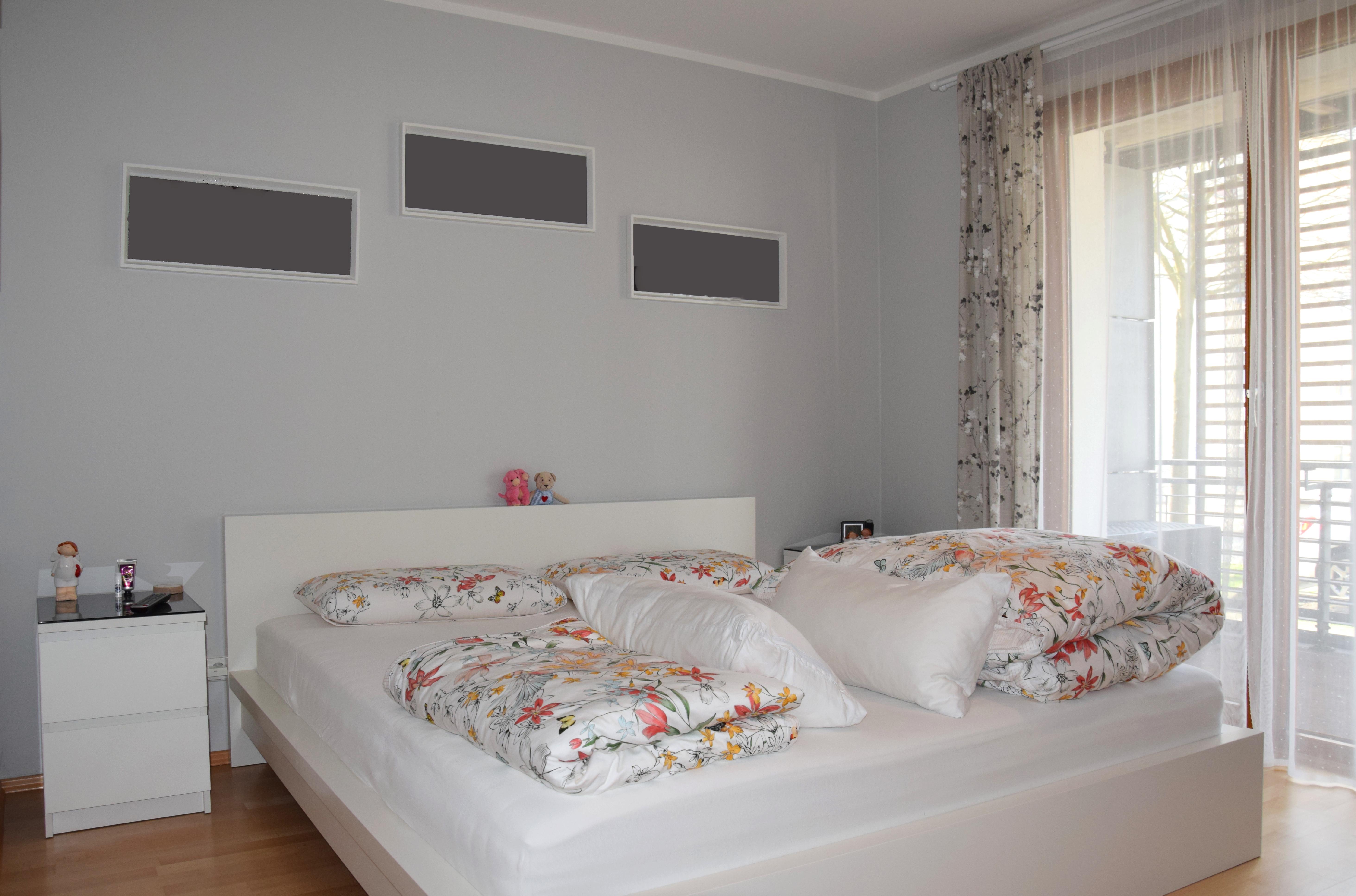 Hauptschlafzimmer mit Zugang zum Balkon_