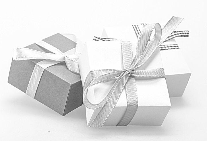 gift-548305_1920_edited.jpg