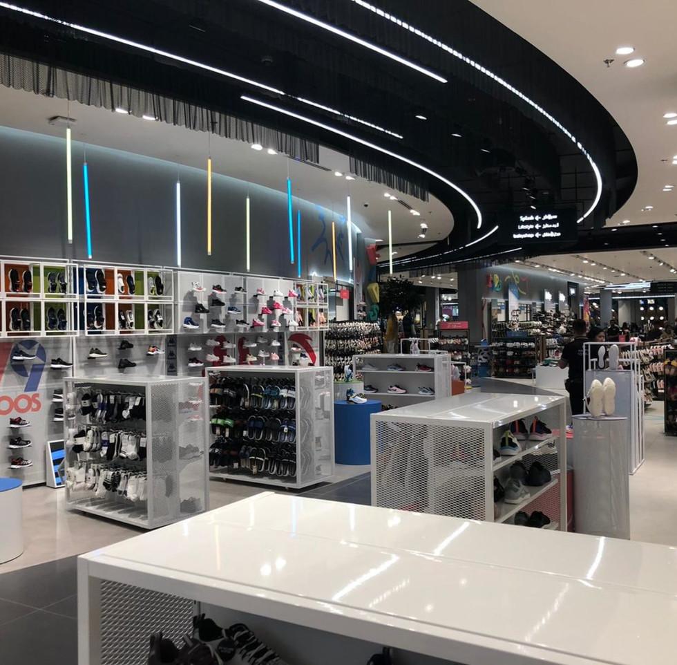 effebi-retail-fashion-sport-shoemart-06-