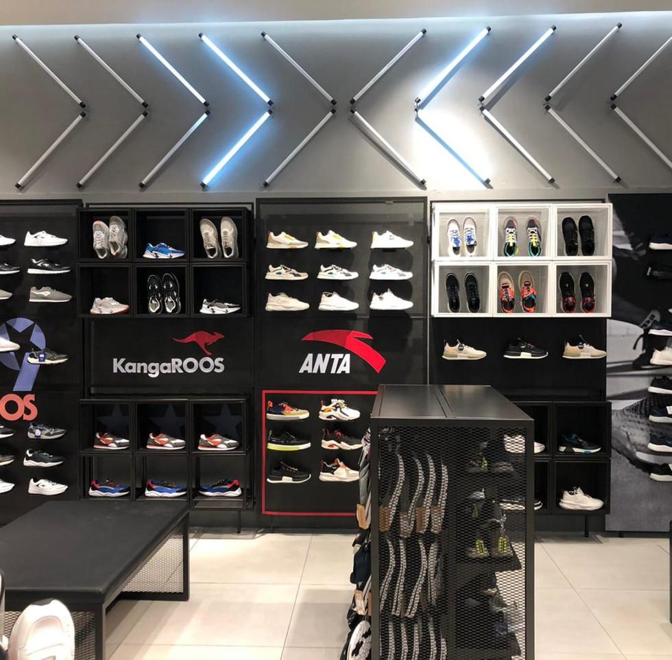 effebi-retail-fashion-sport-shoemart-08-