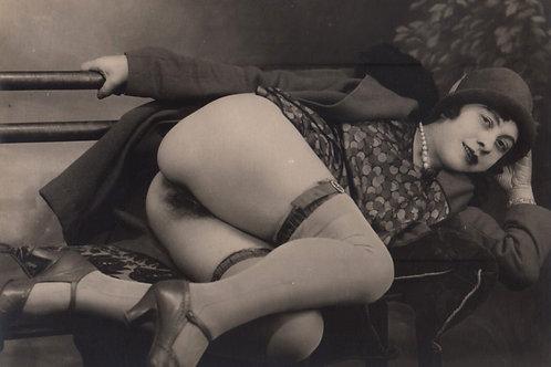 """Photographie originale attribuée à Grundworth (vers 1935). """"Femme sur un banc"""""""