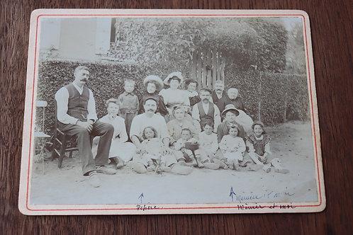 Photo ancienne 1900 Famille devant maison campagne scène de vie 17 x12 cm