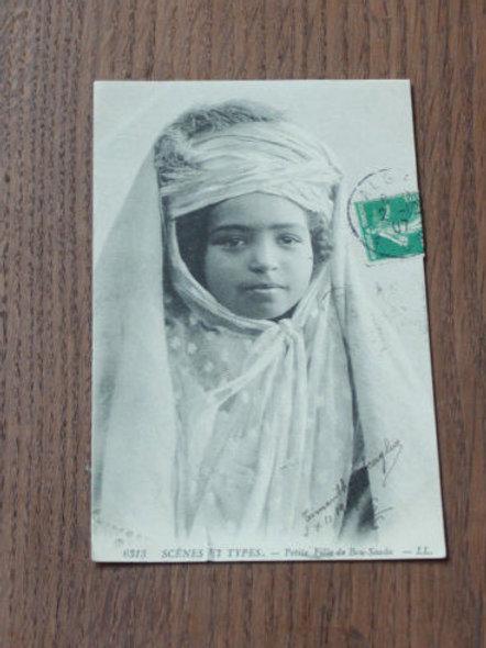CPA Scènes et types Petite fille de Bou-Saada Algérie