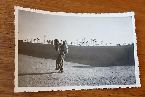 Photo ancienne vers 1930 Maroc Afrique Rissani Femme portant cruche
