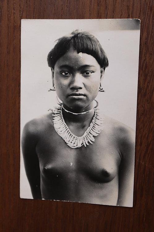 Carte postale photographie ancienne Femme Moï , Viet-Nam