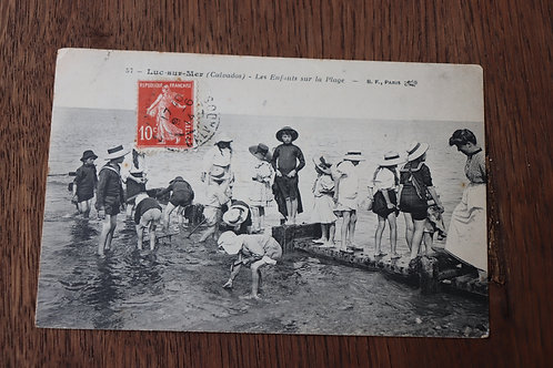 CPA Luc-sur-Mer Calvados Les enfants sur la plage