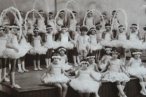 photographie d'école 1929 Courbevoie ballet des roses