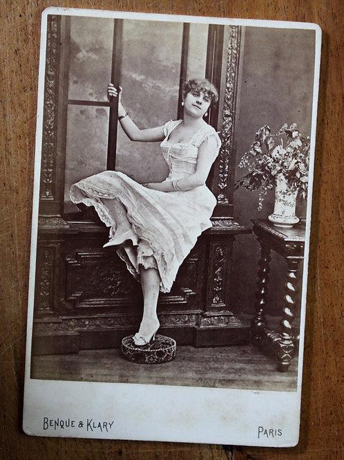 "Alice Marot, actrice et ""poule de luxe"" (1880). Photographie originale. Rare"