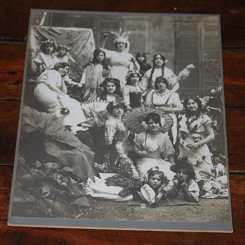 Photographie ancienne enfants et jeunes filles carnaval fête costumée