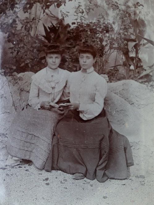Photographie ancienne vers 1905 femmes élégantes mode Lectrice