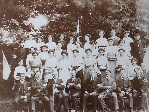 Groupe Hommes et femmes Croix Rouge Braendli Gournay 1910