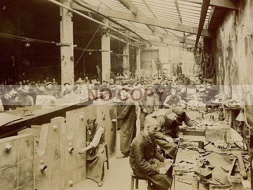 Louis Blériot. Photographie originale (vers 1920) intérieur d'atelier. Aviation.