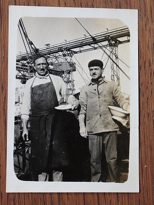 Photo ancienne vers 1930 cuisinier et Maitre d'Hôtel cargo Antinéa quai Marin