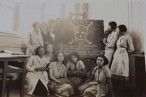 Photo ancienne école jeunes filles tableau étudiantes 1932 mode blouse écolier