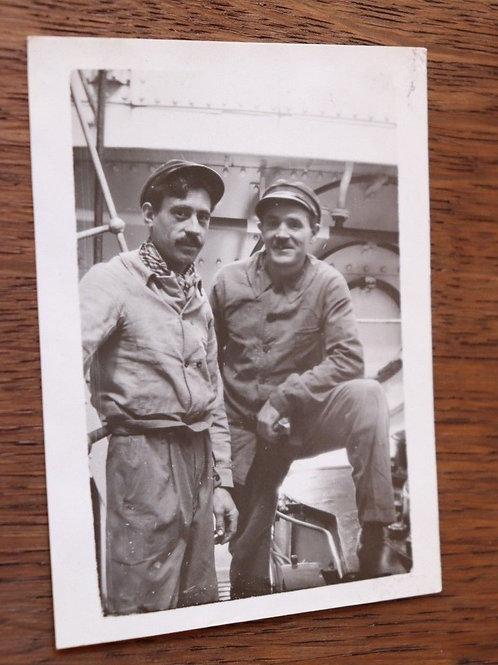 Photo ancienne vers 1930 Bateau paquebot cargo portrait marins Snapshot