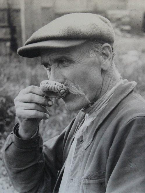 Henri Gros (Photographe). Le tastevineur. Vendanges en Bourgogne