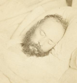 Pierre-Joseph Proudhon photographié sur son lit de mort par Etienne Carjat (19 janvier 1865).