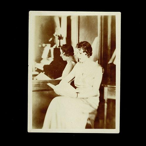 Photo ancienne lectrice 1925 / 1930 sépia Femme rétro