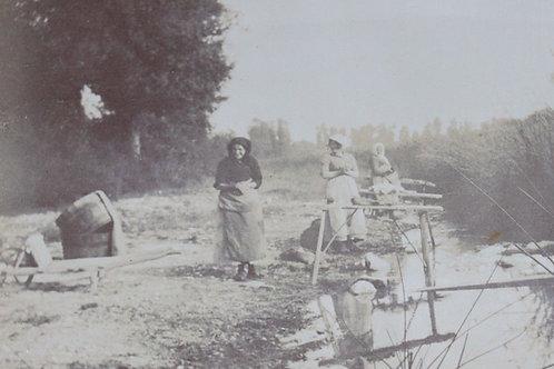 Photographie ancienne 1900 femmes rivière Lavandières Loire