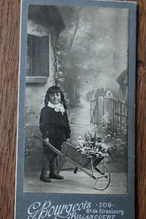 Photographie ancienne enfant jardin montée carton Photo Bourgeois Billancourt