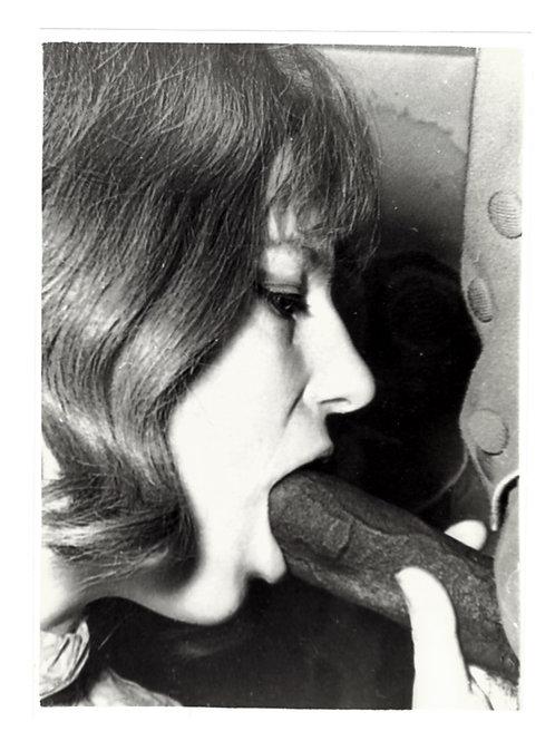 Phographie érotique vintage. Vers 1970. 12,8 x 9,2 cm. ref. 274