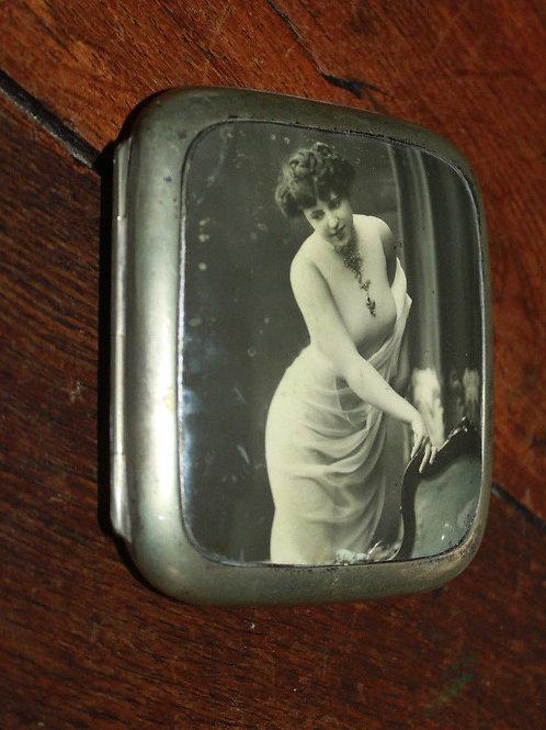 Boite à cigarettes rétro photo femme nue vers 1920