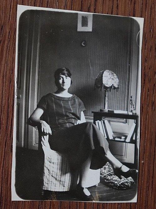 Vintage Photo 1922 Femme élégante solon rétro mode 1920 snapshot